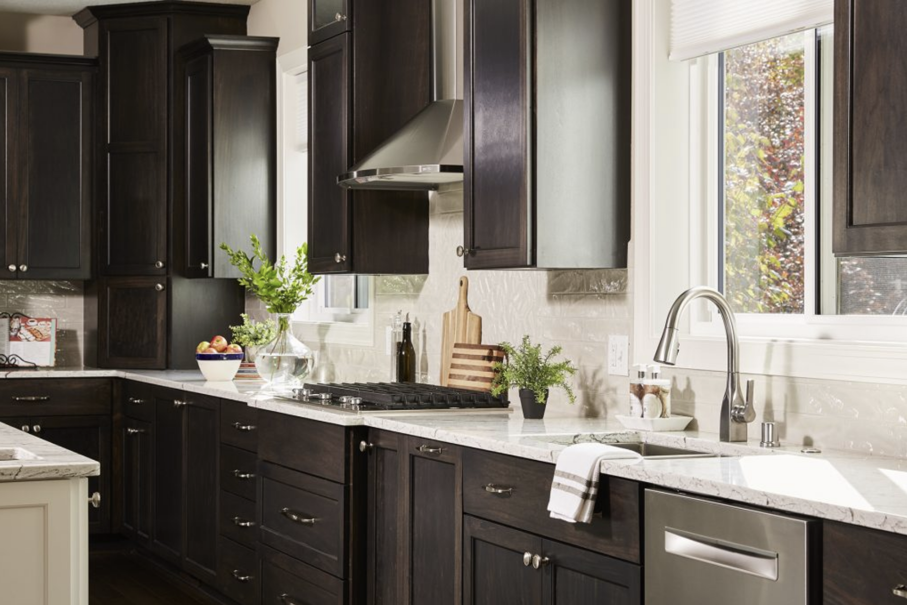 Stainless steel appliances and brushed nickel finishes kept things cohesive and classic in this kitchen.