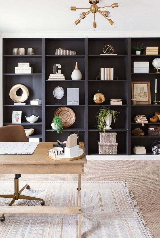 Wall-to-wall built-in shelves provide a fantastic amount of space to display everything from books and sculptures to storage boxes and plants. / Source